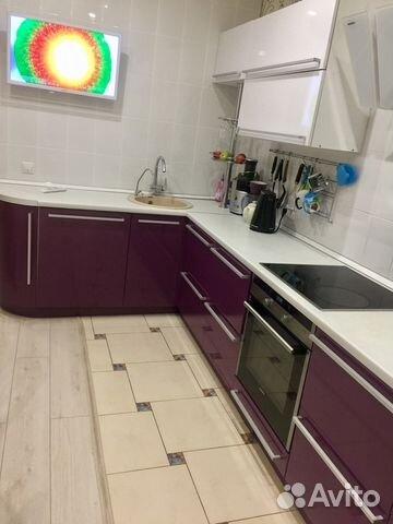 Продается трехкомнатная квартира за 4 800 000 рублей. г Омск, пр-кт Комарова, д 15 к 1.