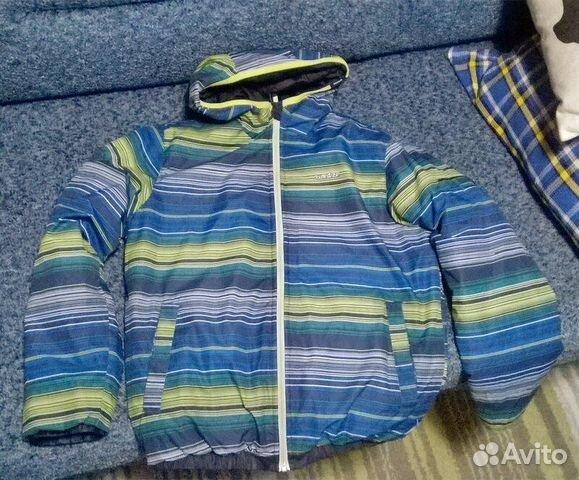 Продам теплую куртку на мальчика рост 152-156